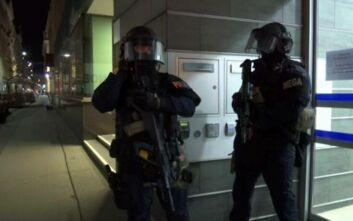 Επίθεση σε συναγωγή στη Βιέννη: Πληροφορίες για 7 νεκρούς - «Ανατινάχθηκε ο δράστης»