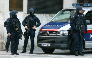Τρομοκρατική επίθεση στη Βιέννη: «Συλλήψεις ατόμων από Βαλκάνια, ισλαμικό κόσμο και Βόρειο Καύκασο»