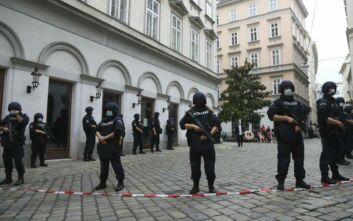 Επίθεση στη Βιέννη: Πραγματοποιήθηκαν 14 συλλήψεις - «Δεν προκύπτει η ύπαρξη και άλλου δράστη»