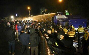 Γεωργία: Χρήση νερού και δακρυγόνα σε διαδηλωτές που ζητούν επανάληψη των εκλογών