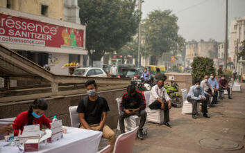 Η ατμοσφαιρική ρύπανση στο Νέο Δελχί αυξάνει τον κίνδυνο για τους ασθενείς με κορονοϊό