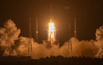 Η Κίνα στέλνει στο Φεγγάρι διαστημόπλοιο για να φέρει σεληνιακούς βράχους μετά από 44 χρόνια
