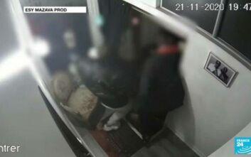 Κρατούνται και ανακρίνονται οι αστυνομικοί που κατηγορούνται για τον άγριο ξυλοδαρμό του μουσικού παραγωγού