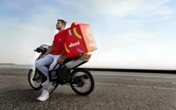 efood: Με 500 νέους διανομείς βρίσκεται δίπλα στα καταστήματα εστίασης