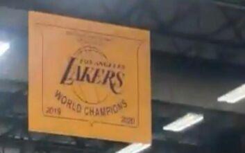 Το banner των πρωταθλητών στο προπονητικό κέντρο των Λέικερς