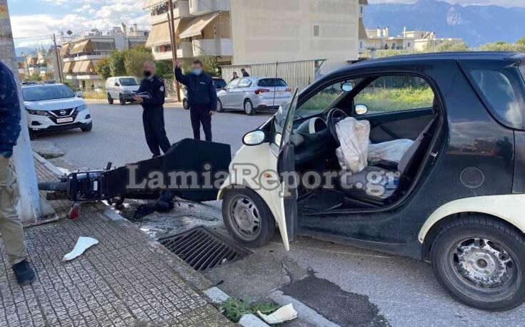 Σοβαρό τροχαίο με ντελιβερά στη Λαμία – Το μηχανάκι μετά τη σύγκρουση έπεσε πάνω σε δύο γυναίκες που περπατούσαν 14