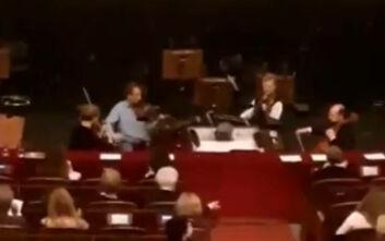 Συγκινητικές εικόνες στη Βιέννη: Μουσικοί της Όπερας συνέχισαν να παίζουν για να νικήσουν τον φόβο των θεατών