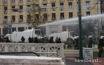 Βίντεο ντοκουμέντο από τη διάλυση της συγκέντρωσης του ΚΚΕ - Η επίθεση της αστυνομίας με τις «αύρες» και τα χημικά