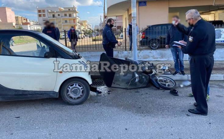 Σοβαρό τροχαίο με ντελιβερά στη Λαμία – Το μηχανάκι μετά τη σύγκρουση έπεσε πάνω σε δύο γυναίκες που περπατούσαν 11