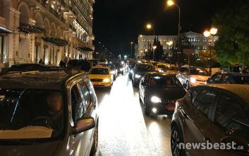 Η κίνηση στους δρόμους της Αθήνας ξεπέρασε την παραμονή των Χριστουγέννων - Λαοθάλασσα στην Ερμού