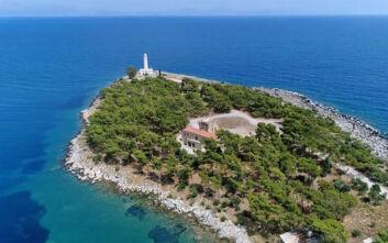 Το μικροσκοπικό νησί της Λακωνίας που οφείλει το όνομά του σε ένα ξεχασμένο κράνος