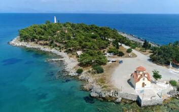 Το άγνωστο νησί της Ωραίας Ελένης στη Λακωνία πήρε το όνομά του από ένα... κράνος