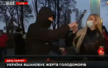 Δημοσιογράφος δέχτηκε on air επίθεση από εξαγριωμένο άντρα