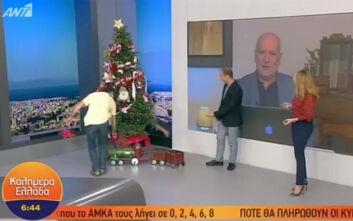 Ο Νίκος Μουτσινάς κράτησε την υπόσχεσή του κι έστειλε χριστουγεννιάτικο δέντρο στον Γιώργο Παπαδάκη