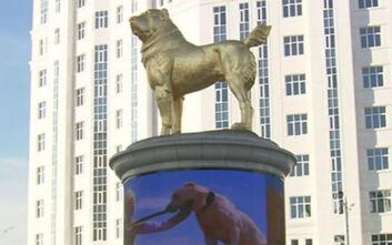 Τουρκμενιστάν: Ο πρόεδρος έκανε χρυσό άγαλμα - σύμβολο της ανεξαρτησίας τον αγαπημένο του σκύλο