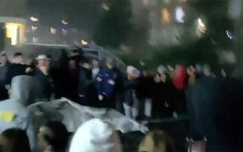 Μάντσεστερ: Εξαγριωμένοι φοιτητές κατεδαφίζουν τον φράχτη που σήκωσε το πανεπιστήμιο