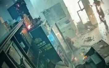 Η τρομακτική στιγμή της έκρηξης σε κουζίνα εστιατορίου – Άνθρωποι έτρεχαν πανικόβλητοι