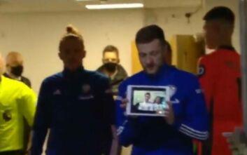 Premier League: Με iPad και συνδεδεμένος με 13χρονο οπαδό που παλεύει με τον καρκίνο μπήκε στο γήπεδο ο αρχηγός της Λιντς
