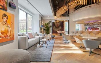 Ένα τολμηρό έργο τέχνης από 20.000 ταμπόν κοσμεί ξενοδοχείο στην Ουάσιγκτον