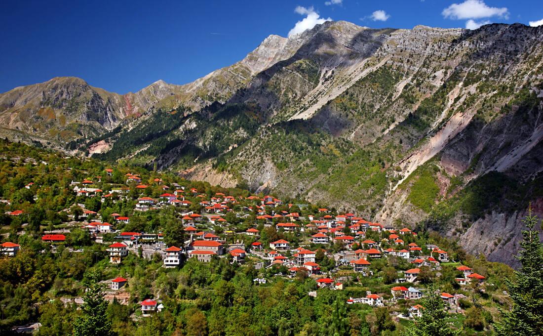 Το χωριό στα Τζουμέρκα με τους διπλούς καταρράκτες