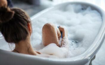 Τα μυστικά για ένα χαλαρωτικό μπάνιο πριν τον ύπνο