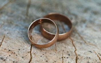 Τα δαχτυλίδια γάμου με τα χαραγμένα ονόματα που επέπλεαν στη Μεσόγειο