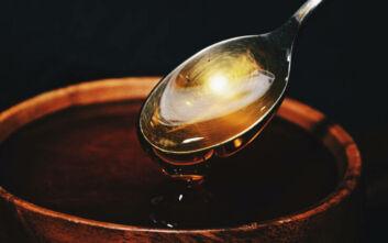 Το κόλπο για να μην κολλάει το σιρόπι στο κουτάλι