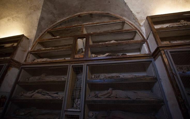 Το μακάβριο θέαμα των κρεμασμένων νεκρών μοναχών στο Παλέρμο – Newsbeast