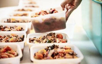 Θεσσαλονίκη: Αλυσίδα μαγειρείων που αναστέλλει τη λειτουργία της λόγω της πανδημίας προσφέρει 5.000 μερίδες φαγητού