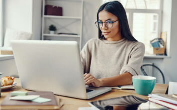Πώς να ξεκουράσετε τα μάτια σας αν δουλεύετε πολλές ώρες στον υπολογιστή