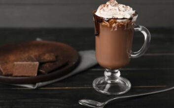 Ζεστό ρόφημα σοκολάτας με κονιάκ