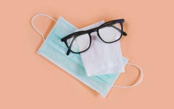 Τι να κάνεις για να μην θολώνουν τα γυαλιά σου όταν φοράς μάσκα