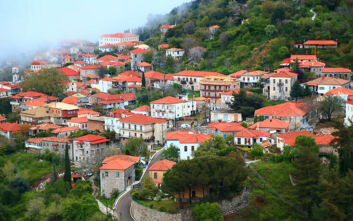 Το πέτρινο αρχοντικό χωριό της Πελοποννήσου