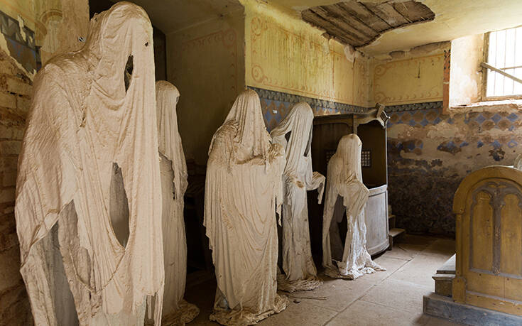Τριάντα φαντάσματα στοιχειώνουν εγκαταλελειμμένη εκκλησία σε χωριό της Τσεχίας
