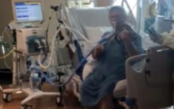 Συγκινητικό βίντεο: Διασωληνωμένος ασθενής με κορονοϊό παίζει βιολί για να ευχαριστήσει τους νοσηλευτές