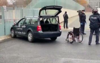 Βερολίνο: Αυτοκίνητο έπεσε στην Καγκελαρία που βρίσκεται το γραφείο της Άνγκελα Μέρκελ