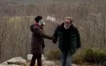 Άντρας έφτυσε δύο γυναίκες που δεν φορούσαν μάσκες φωνάζοντας «έχω κορονοϊό»