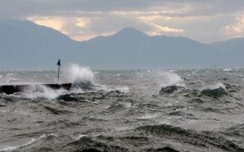 Προβλήματα από τους ισχυρούς ανέμους στη Θεσσαλονίκη - Βροχοπτώσεις σε Πιερία και Ημαθία