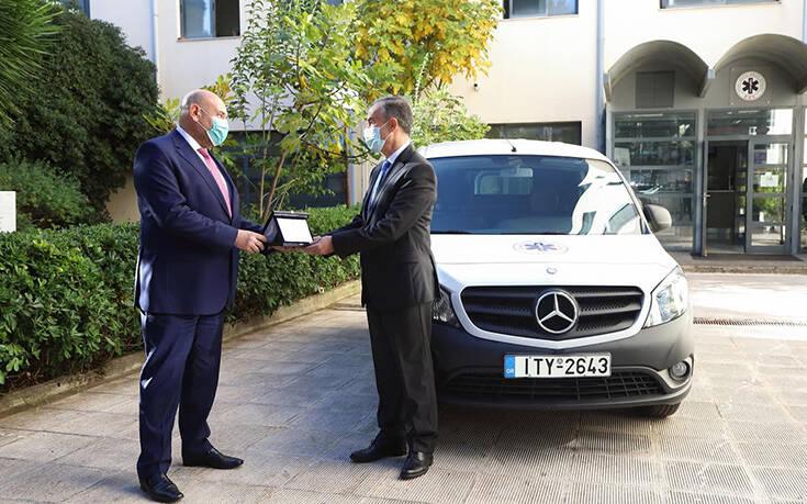 Ένα Mercedes στο Εθνικό Κέντρο Άμεσης Βοήθειας – Newsbeast