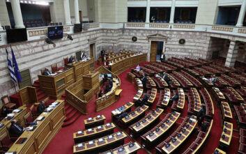 Βουλή: Σφοδρή αντιπαράθεση για την αξίωση παραίτησης του προέδρου του ΕΣΡ
