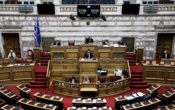 Βουλή: Έντονη αντιπαράθεση για την οριακή κατάσταση του ΕΣΥ - «Τα νοσοκομεία δεν υποστελεχώθηκαν από τη μια ημέρα στην άλλη»