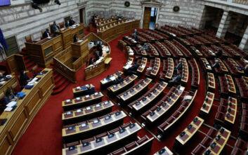 Βουλή: Αντιπαράθεση μεταξύ κυβέρνησης και αντιπολίτευσης για το νομοσχέδιο του υπουργείου Παιδείας