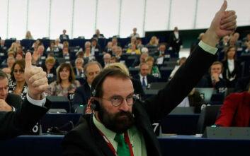 Sex party στις Βρυξέλλες: Αυτό είναι το δωμάτιο των οργίων - Ο ευρωβουλευτής Jozsef Szajer προσπάθησε να φύγει πηδώντας από παράθυρο