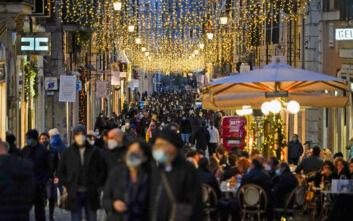 Χριστούγεννα: Η πανδημία ανατρέπει τα σχέδια των Ευρωπαίων για τις γιορτές