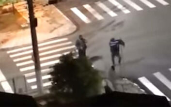 Τρόμος στη Βραζιλία: Αρπαγή ομήρων σε τράπεζα, ανταλλαγή πυρών και «αδέσποτα» χρήματα στον δρόμο