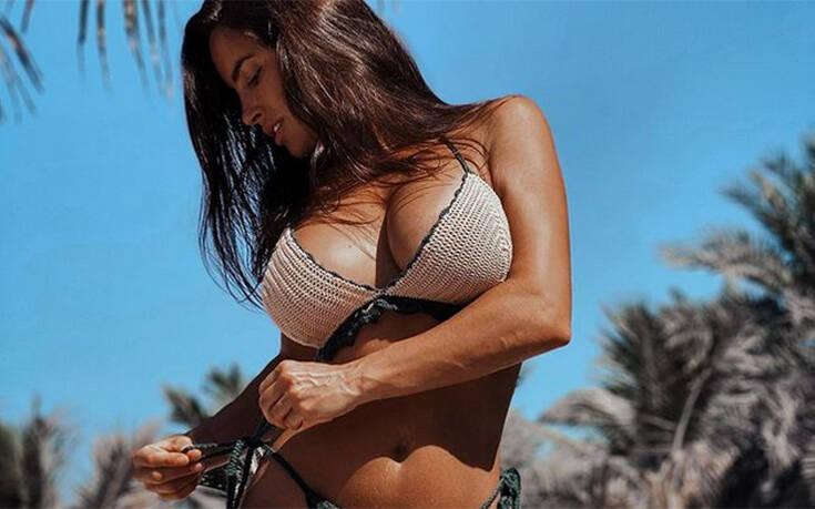 Η Lucia Javorcekova δε σταματά να αναστατώνει με τις σέξι πόζες της