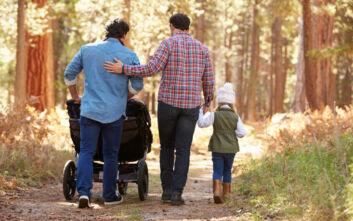 Η Ουγγαρία απαγόρευσε την υιοθεσία παιδιών από ομόφυλα ζευγάρια