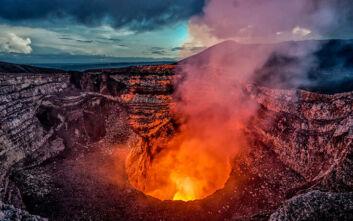 Σύμπλεγμα νησιών στην Αλάσκα μπορεί να κρύβει γιγαντιαίο ηφαίστειο - Τι ανησυχεί τους επιστήμονες