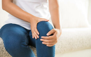 Οστεοαρθρίτιδα στα γόνατα: Απλές και χρήσιμες συμβουλές για την ανακούφιση από τα συμπτώματα της