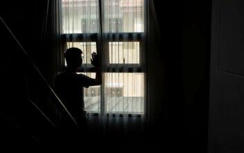 Υπόθεση - φρίκη: Μητέρα κρατούσε τον γιο της κλειδωμένο επί 28 χρόνια – Ο 41χρονος είχε πληγές στο σώμα και είχε χάσει τα δόντια
